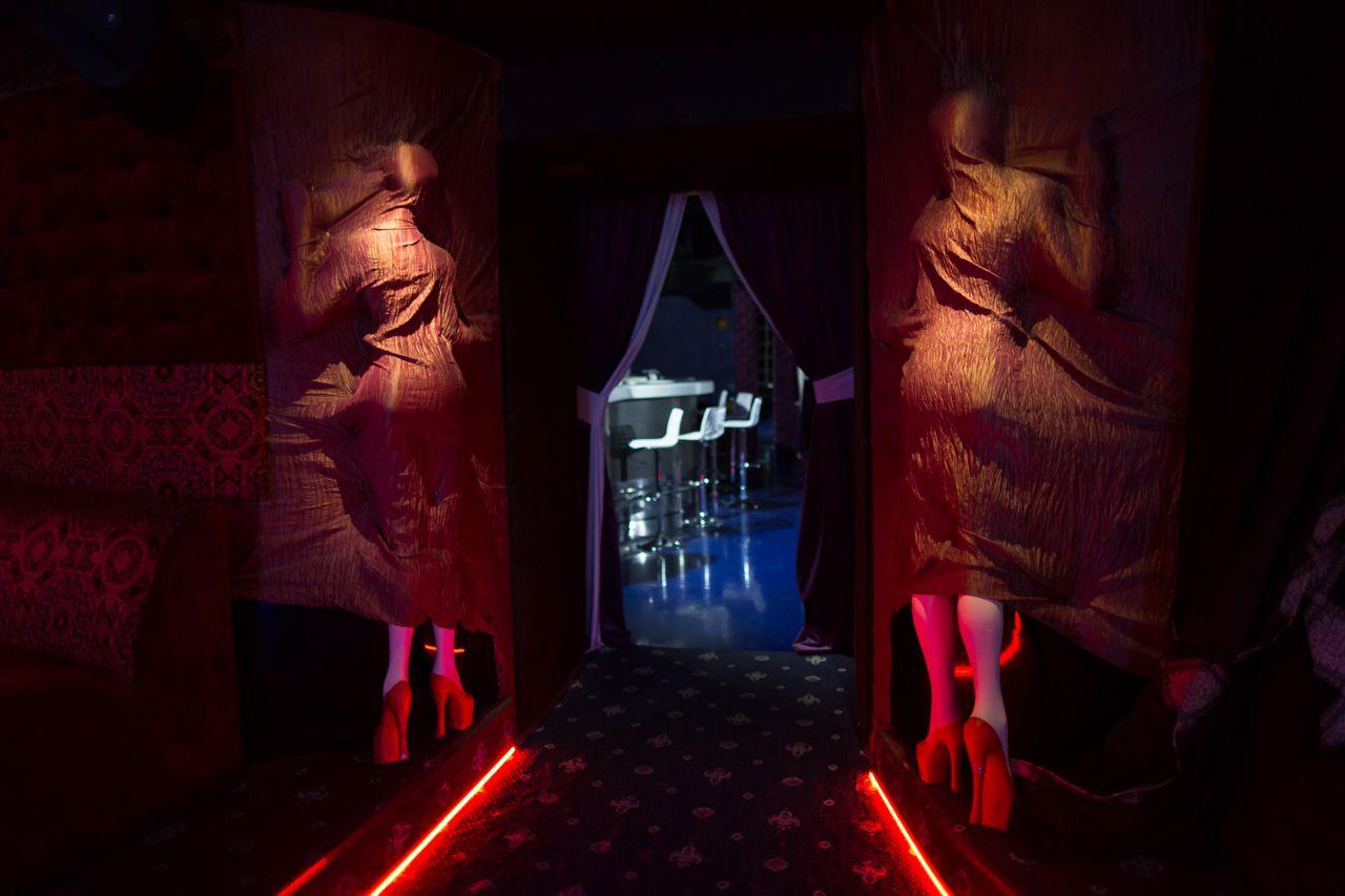 Стриптиз очень красивый в ночном клубе КОЛИЗЕЙStriptease very beautiful in the night club COLOSSEUM